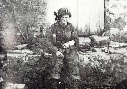 194241_1.tif. D Zane Schlemmer >>> 03 July 1944 >>> photo scan >>> AP8 Advance/holding